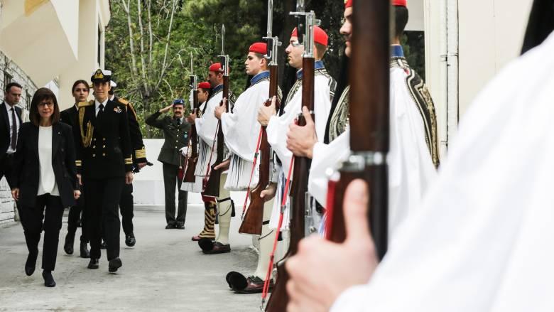 Επίσκεψη της Αικ. Σακελλαροπούλου στην Προεδρική Φρουρά