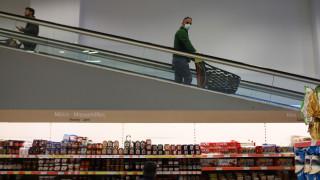 Τετραπλασιάστηκαν οι online πωλήσεις των σούπερ μάρκετ