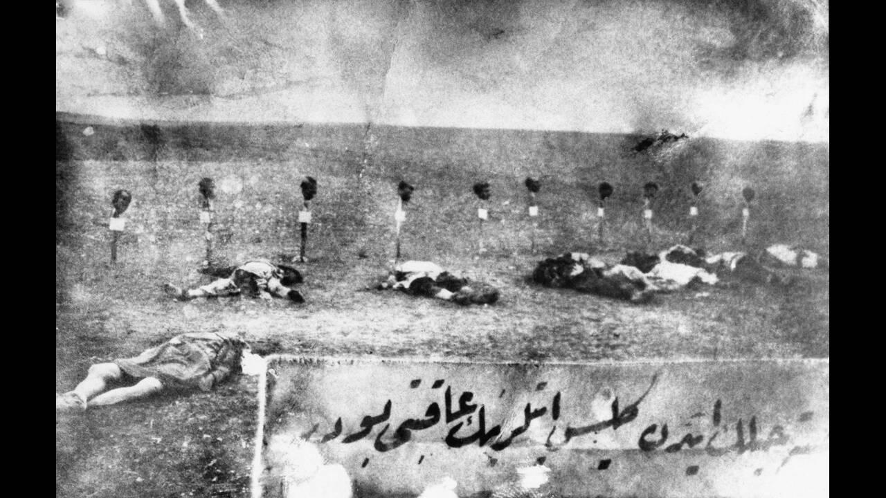 1915, Τουρκία.  Ξεκινά η γενοκτονία των Αρμενίων, η συστηματική εξόντωση Αρμενίων πολιτών της Οθωμανικής Αυτοκρατορίας.