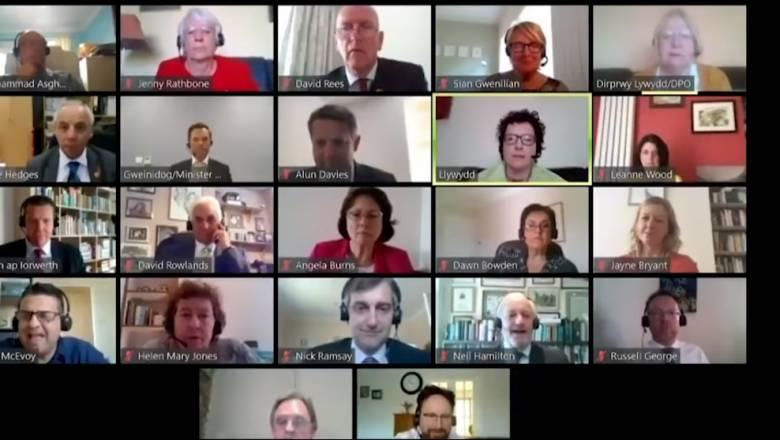 Υπουργός ξέχασε ανοικτό το μικρόφωνο, έβρισε συνάδελφό του και έγινε viral