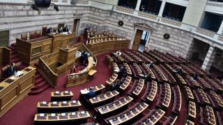 Κορωνοϊός - Βουλή: Σκληρή αντιπαράθεση για τα μέτρα στήριξης επιχειρήσεων και εργαζόμενων