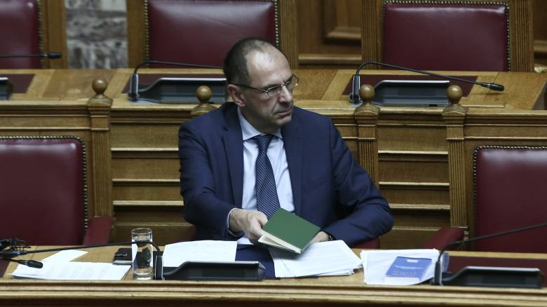 Κορωνοϊός - Βουλή: Aναμόρφωση των προγραμμάτων τηλεκατάρτισης προανήγγειλε ο Γεραπετρίτης