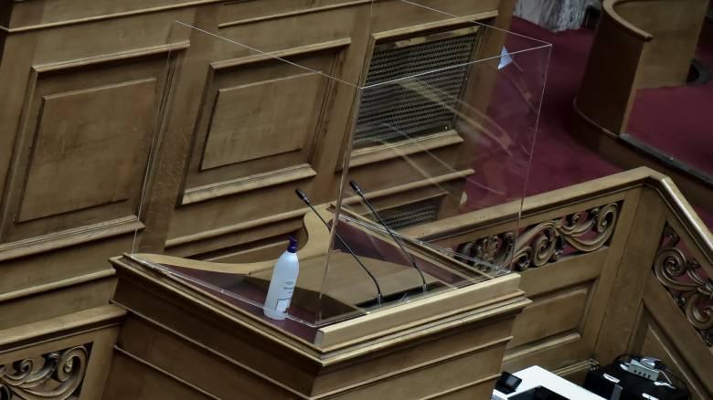 Κορωνοϊός: Η Βουλή επιστρέφει σιγά-σιγά στην «κανονικότητα»