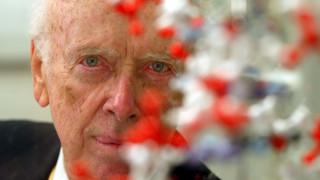 «Έτσι γνώρισα τον Τζέιμς Γουότσον»: Η συνάντηση με τον άνθρωπο που ανακάλυψε την διπλή έλικα του DNA