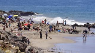 Κορωνοϊός - ΗΠΑ: «Χαλαρώνουν» τα μέτρα – Φόβοι για κοσμοσυρροή στις παραλίες