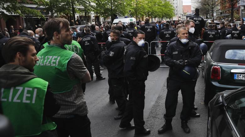 Κορωνοϊός: Διαδηλώσεις στην Γερμανία για καταπάτηση των δικαιωμάτων
