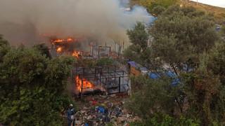 Σάμος: Φωτιά έξω από το hotspot - Στάχτη δεκάδες σκηνές προσφύγων