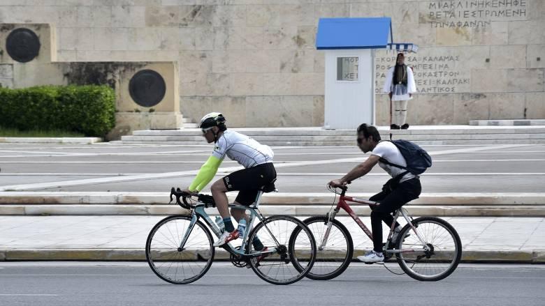 Κορωνοϊός - Έρευνα: Οι μισοί Έλληνες σχεδιάζουν καλοκαιρινές διακοπές