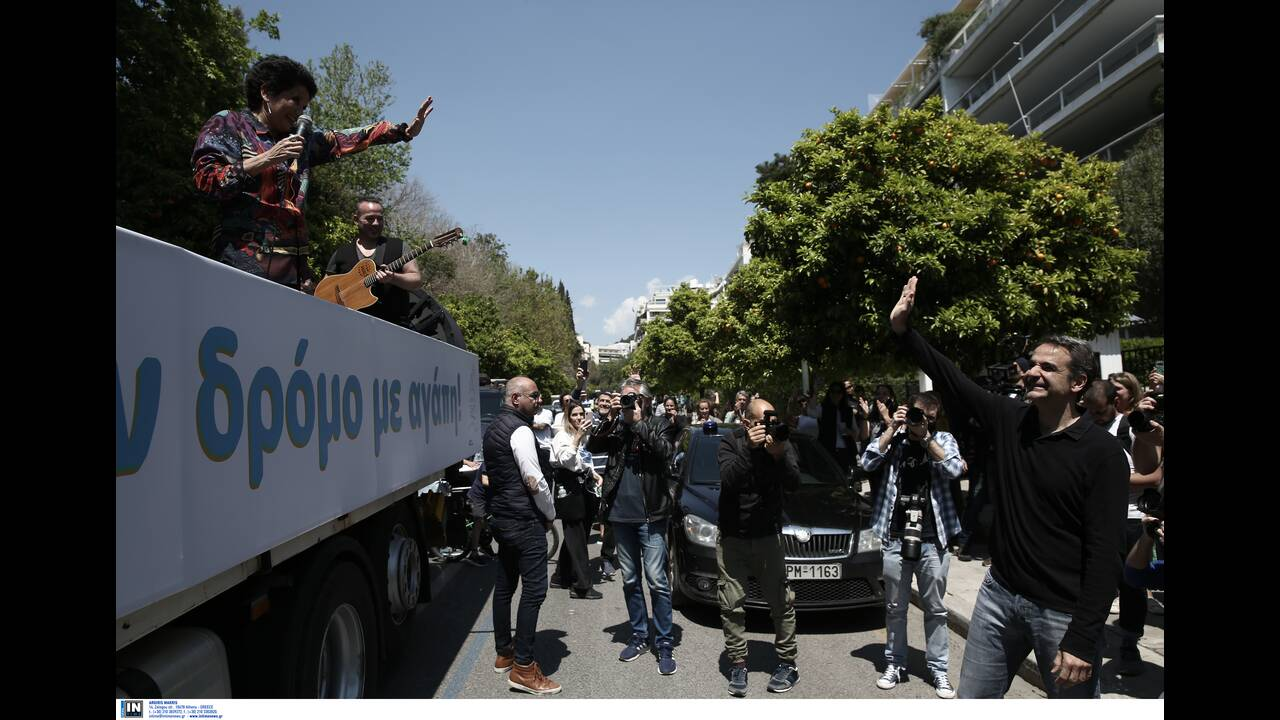 https://cdn.cnngreece.gr/media/news/2020/04/26/216992/photos/snapshot/mitsotakis_alkistis-1.jpg