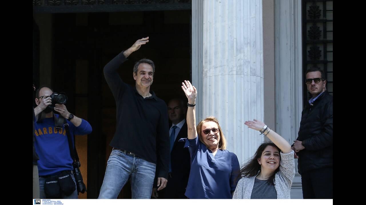 https://cdn.cnngreece.gr/media/news/2020/04/26/216992/photos/snapshot/mitsotakis_alkistis-12.jpg