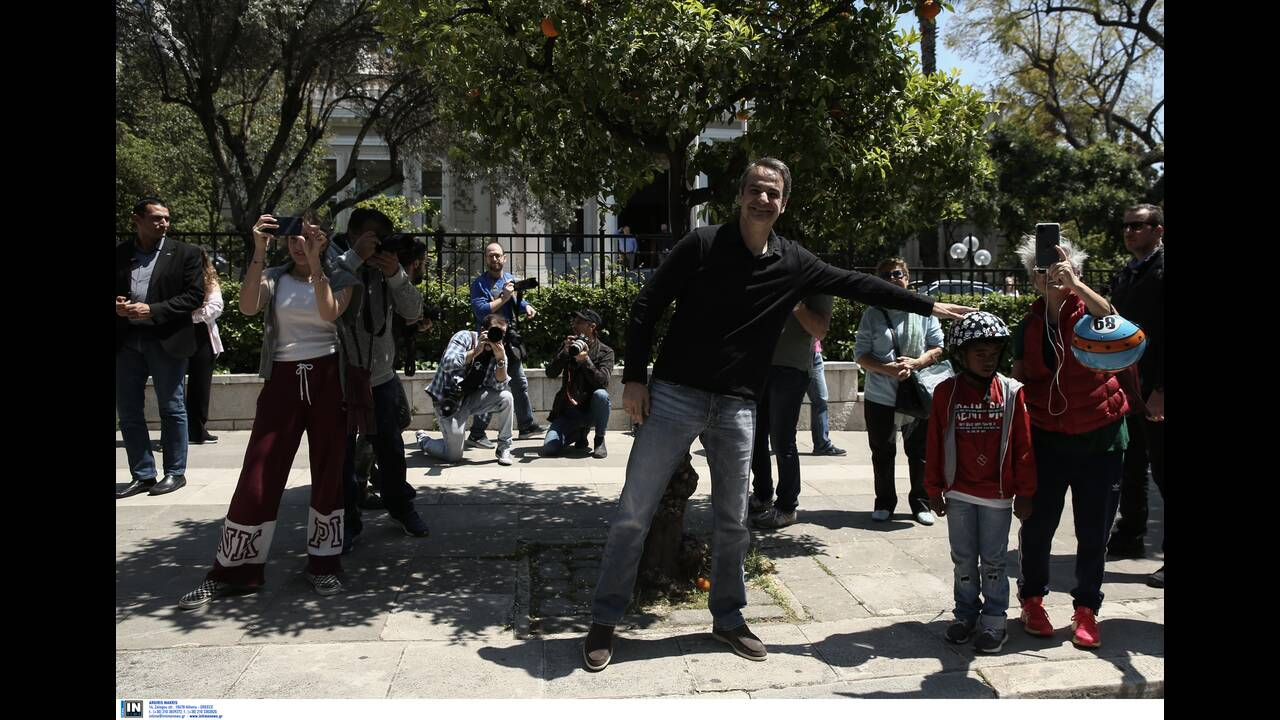 https://cdn.cnngreece.gr/media/news/2020/04/26/216992/photos/snapshot/mitsotakis_alkistis-2.jpg