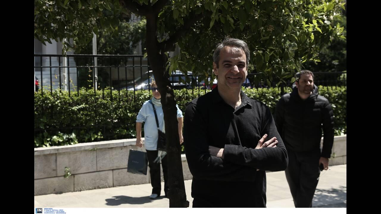 https://cdn.cnngreece.gr/media/news/2020/04/26/216992/photos/snapshot/mitsotakis_alkistis-5.jpg