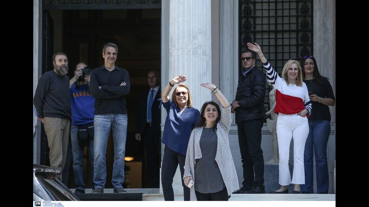 https://cdn.cnngreece.gr/media/news/2020/04/26/216992/photos/snapshot/mitsotakis_alkistis-6.jpg