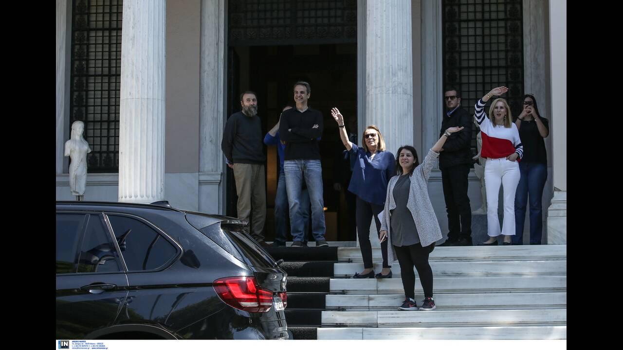 https://cdn.cnngreece.gr/media/news/2020/04/26/216992/photos/snapshot/mitsotakis_alkistis-7.jpg