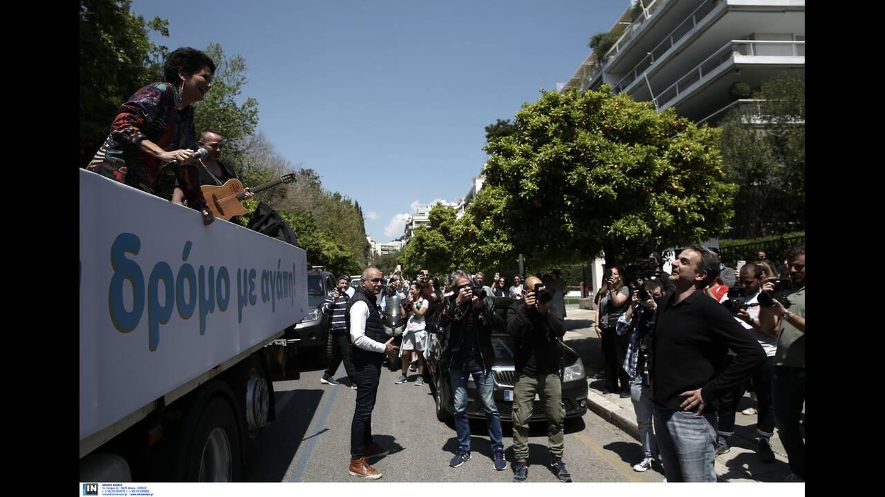 https://cdn.cnngreece.gr/media/news/2020/04/26/216992/photos/snapshot/mitsotakis_alkistis-9.jpg