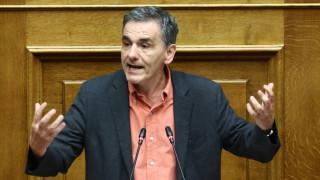 Τσακαλώτος: Κυβερνητικές παλινωδίες στη στήριξη της μεσαίας τάξης