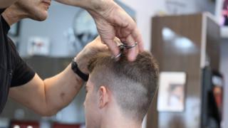 Κορωνοϊός - Λάρισα: «Tα μαλλιά της κεφαλής του» θα πληρώσει 52χρονος κουρέας που παραβίασε τα μέτρα