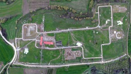 Εντυπωσιακές αεροφωτογραφίες από την Αμφίπολη: Επίσπευση των έργων ζητά η Μενδώνη