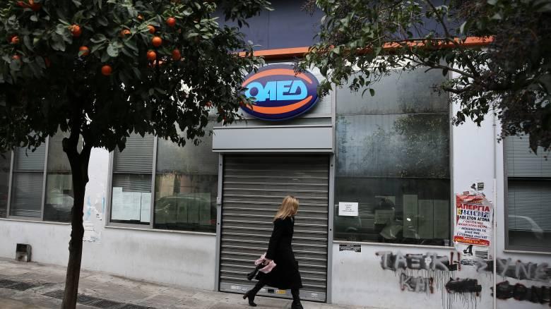 ΟΑΕΔ: Στοιχεία για την καταβολή των 400 ευρώ σε 168.000 μακροχρόνια ανέργους
