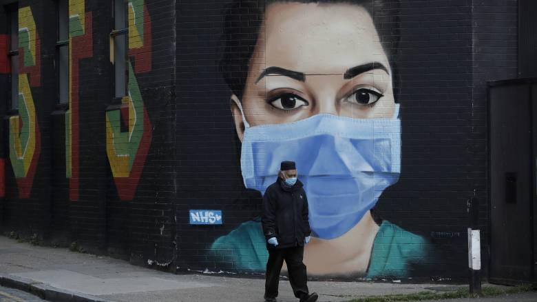 Κορωνοϊός - Βρετανία: «Μακρύς ο δρόμος» σε ό,τι αφορά τον συνολικό αριθμό των νεκρών
