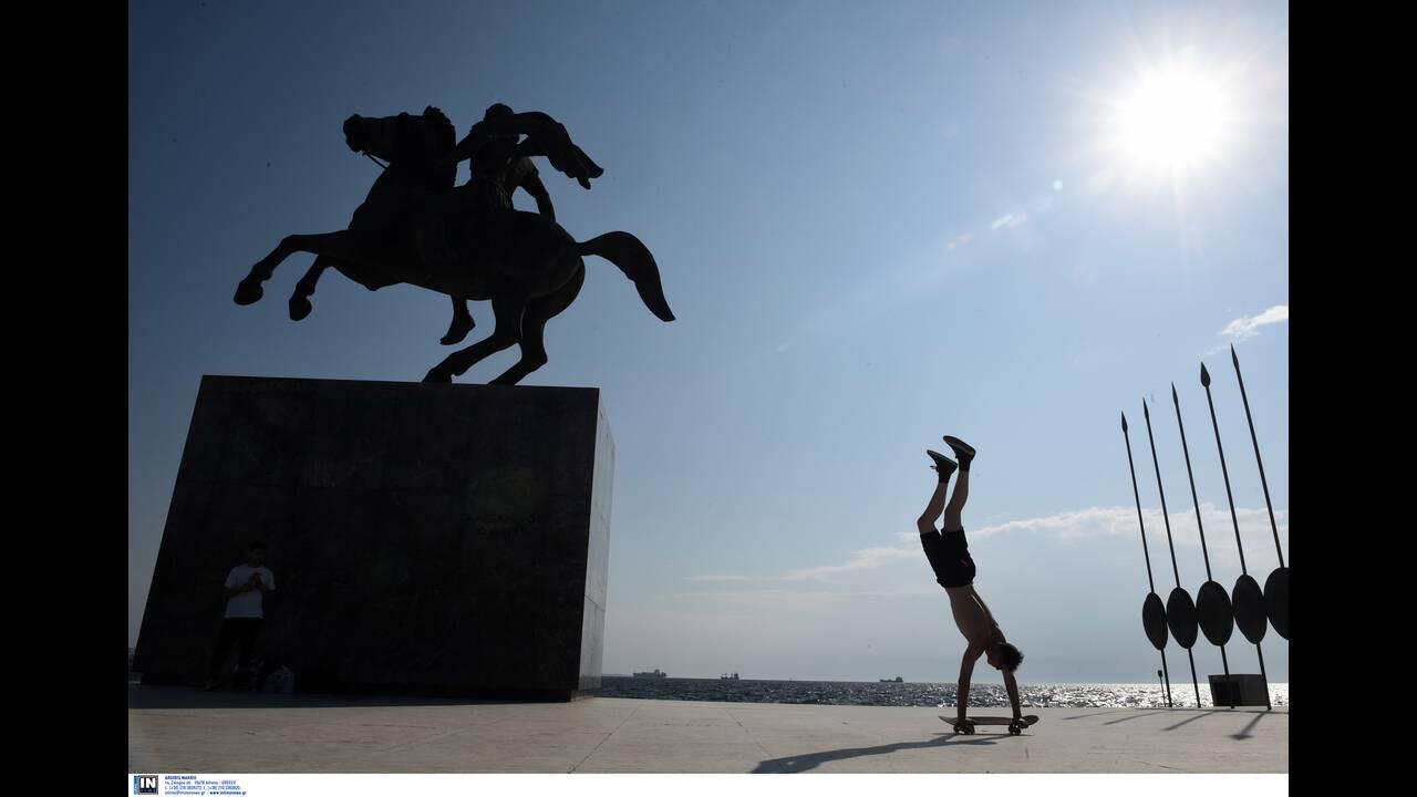 https://cdn.cnngreece.gr/media/news/2020/04/27/217120/photos/snapshot/koronoios-thessaloniki.jpg