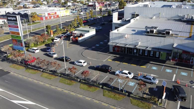 Κορωνοϊός: Ουρές για χάμπουργκερ και καφέ στη Νέα Ζηλανδία μετά τη χαλάρωση των μέτρων