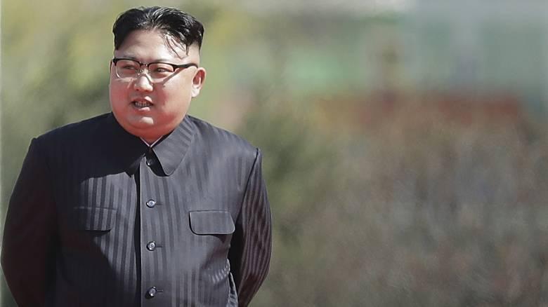 Πώς ο Κιμ Γιονγκ Ουν κρατάει τους ηγέτες της Δύσης στο σκοτάδι
