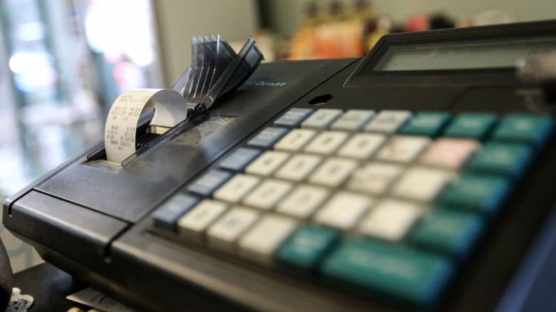 Κορωνοϊός: Προς αναβολή η αντικατάσταση των παλαιών ταμειακών μηχανών