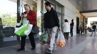 Κορωνοϊός- Έρευνα: Μειωμένες οι εβδομαδιαίες επισκέψεις των καταναλωτών για αγορές τροφίμων