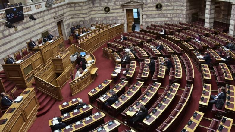 Μικτές τηλεσυνεδριάσεις στην Ολομέλεια μελετά η Βουλή