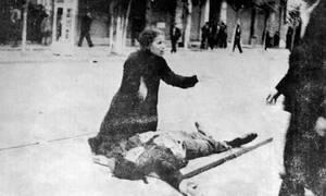 1936, Θεσσαλονίκη.  Δώδεκα νεκροί και πάνω από 280 τραυματίες είναι ο απολογισμός της αιματηρής καταστολής από τη Χωροφυλακή της μεγάλης διαδήλωσης των απεργών καπνεργατών στη Θεσσαλονίκη.