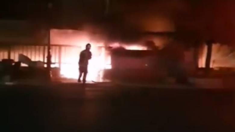 Μεγάλη φωτιά σε ταβέρνα στο Μικρολίμανο