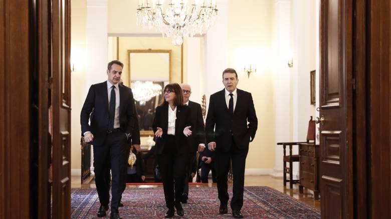 Κορωνοϊός: Ο Μητσοτάκης θα ενημερώσει την Πρόεδρο την Δευτέρα