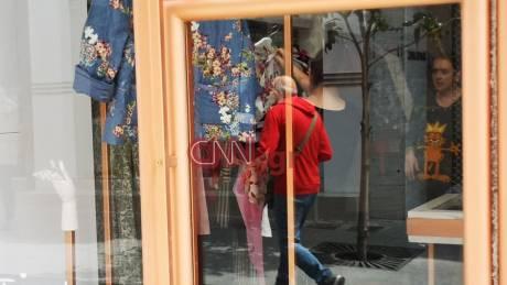 Φωτορεπορτάζ CNN Greece: Συνεχίζονται οι προετοιμασίες για το άνοιγμα των καταστημάτων τη Δευτέρα