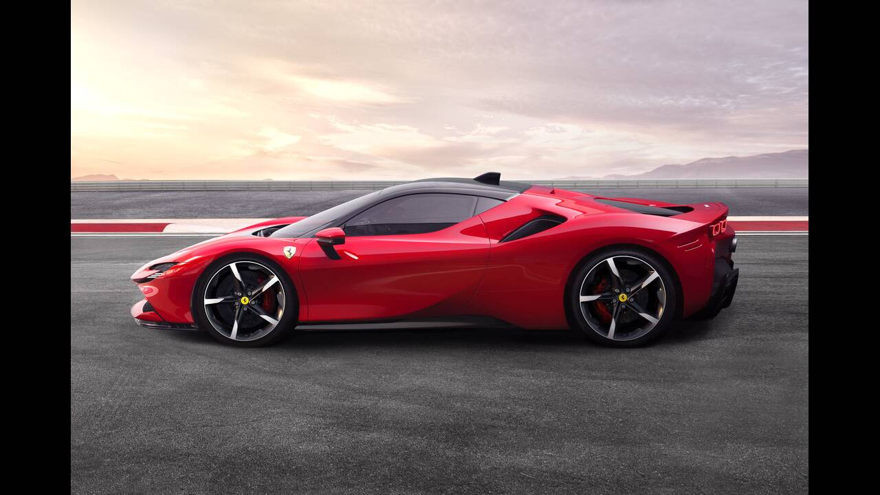 https://cdn.cnngreece.gr/media/news/2020/05/02/217786/photos/snapshot/FERRARI-2020-3.jpg