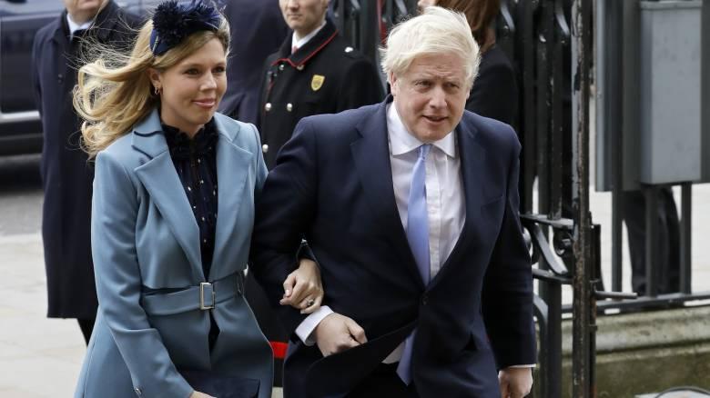 Βρετανία: Το όνομα που έδωσαν στον νεογέννητο γιο τους ο Μπόρις Τζόνσον και η Κάρι Σίμοντς