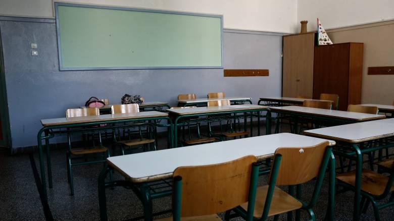 Κορωνοϊός: Από τις 6 Μαΐου επιστρέφουν οι καθηγητές σε γυμνάσια και λύκεια