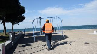 Επιχείρηση απολύμανσης και απομάκρυνσης των κιγκλιδωμάτων στη Νέα Παραλία Θεσσαλονίκης