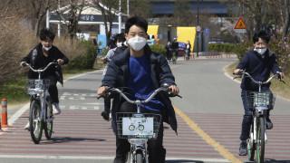 Κορωνοϊός: Επιστρέφουν σταδιακά στα σχολεία οι μαθητές στη Νότια Κορέα