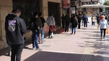 Καρέ - καρέ η πρώτη μέρα της άρσης των μέτρων στο κέντρο της Αθήνας