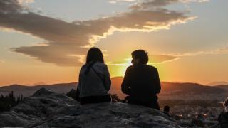 «Επιτέλους έξω!»: Τα πρώτα προσεκτικά βήματα των ευρωπαϊκών χωρών προς τη νέα εποχή