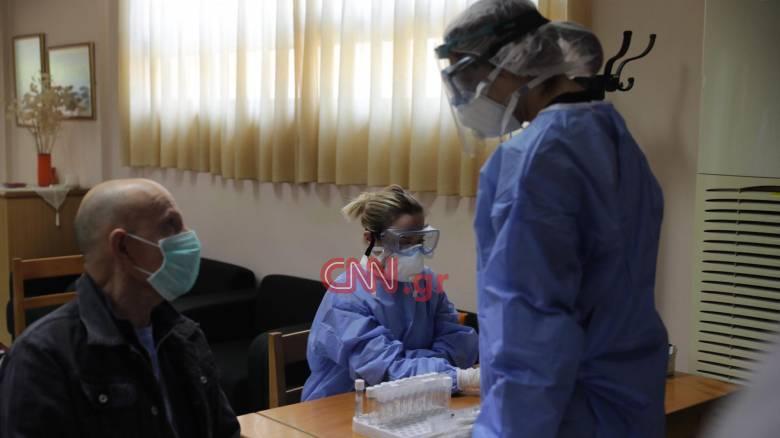 Κορωνοϊός - Το CNN Greece στο Γαλάτσι: «Πρεμιέρα» ελέγχων από τις Κινητές Ομάδες του ΕΟΔΥ