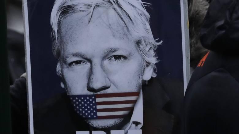 Βρετανία: Αναβλήθηκε για τον Σεπτέμβριο η δίκη για έκδοση του Ασάνζ στις ΗΠΑ