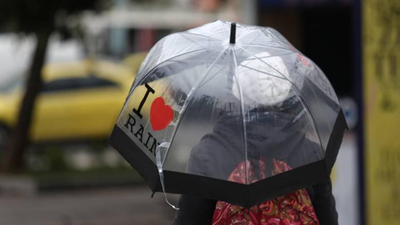 Καιρός: Πού αναμένονται βροχές την Τρίτη