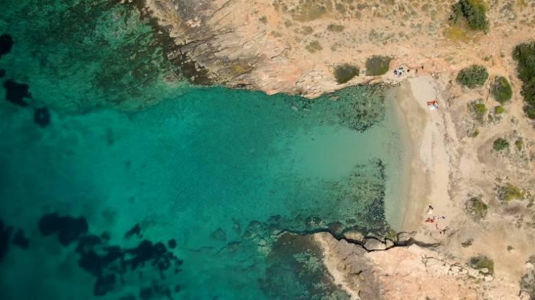 Μικρή Χαμολιά: Η... κρυφή και μαγευτική παραλία της Αττικής