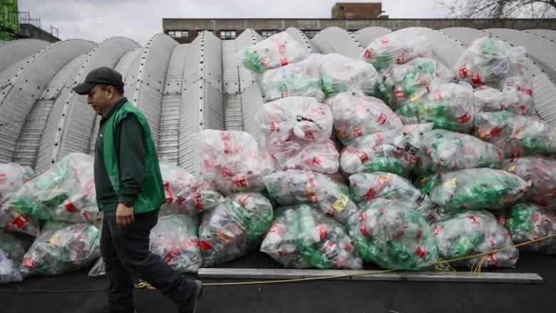 «Πανδημία» πλαστικών μιας χρήσης λόγω κορωνοϊού: Ο πλανήτης στην Εντατική