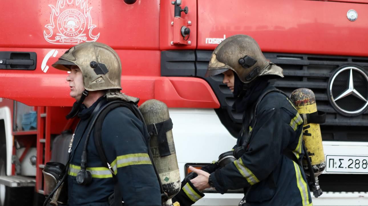 Νταλίκα τυλίχθηκε στις φλόγες στην Εθνική οδό Πατρών - Πύργου