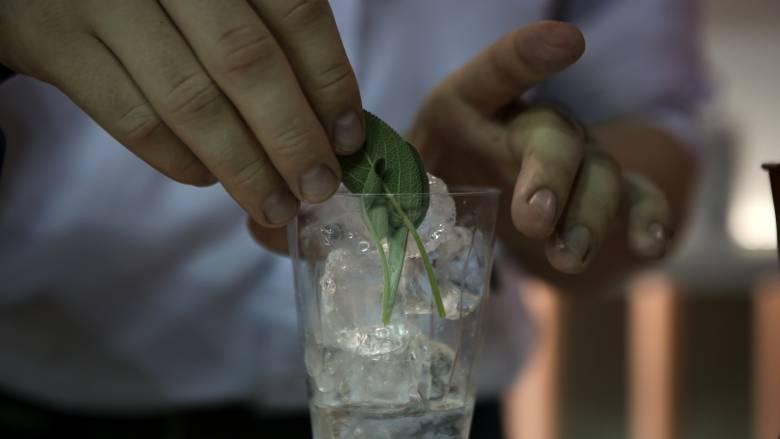 Βόλος: Συνωστισμός για ένα... take away ποτό