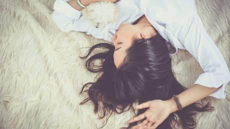 Για πρώτη φορά, οι επιστήμονες είδαν πώς καταγράφει ο εγκέφαλος τις αναμνήσεις μας ενώ κοιμόμαστε