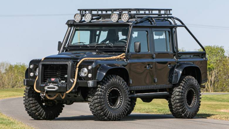 Αυτοκίνητο: Με αυτό το Land Rover 110 Defender θα νοιώσετε λίγο σαν τον James Bond